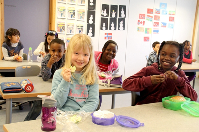 Bildet viser elever ved Tiurleiken skole.